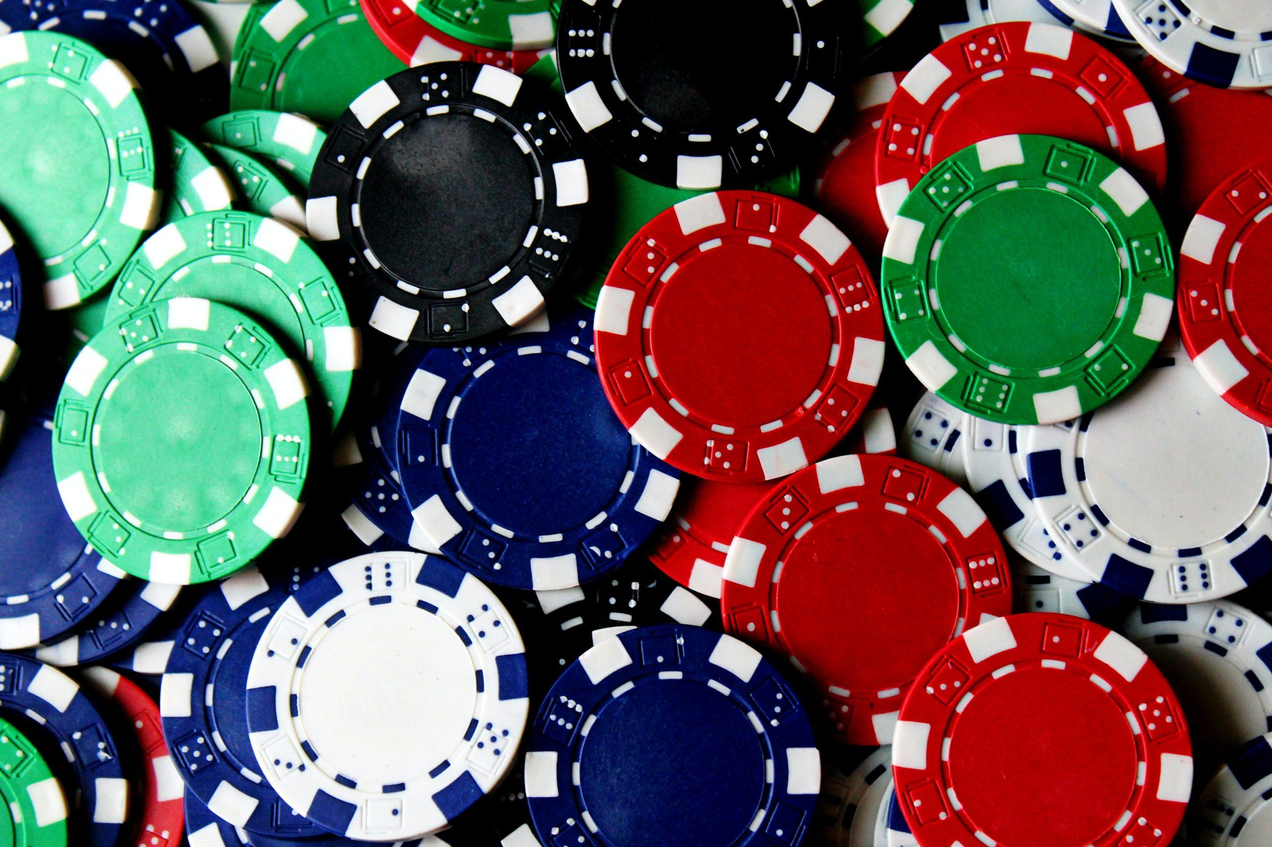 Ide Hadiah untuk Penggemar Poker pada tahun 2020